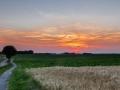 Nevelige zonsondergang, Wolfshuys